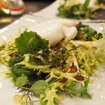 Frühlingssalat mit pochiertem Ei