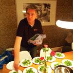zuerst kommt Göran mit seinem Salat