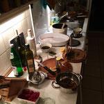 zurück bleibt eine halbwegs ordentliche Küche.
