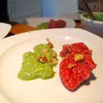 Rote Beete Knödel mit grüner Sauce