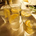 als Getränk gibt es einen schönen Gin Tonic dazu