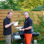Wolfgang und Marcus am Grill