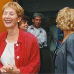 Eine fröhlich lachende Christine Bergmann - ein seltenes Bild bei ihrer Arbeit