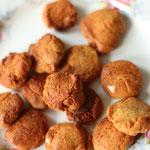 Kleine Kekse formen und backen