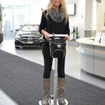 Nathalie Fischer / Miss Auto Zürich 2013 unterwegs mit Kincesweehls