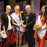 Dominique Rinderknecht (Miss Schweiz), Cassandra Ryser (Vize-Miss Yokohama), Nicole Homola (Miss Yokohama 2013/14), Jürg Allimann (Belwag), Sofiya Miroshnyk (3. Platzierte Miss Yokohama), Anne-Cécile Vogt (Moderatorin Miss Yokohama Wahl)