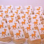 Speciale Donya-amarettikoekjes fleuren de buffettafel op. Het recept van deze heerlijke koekjes staat in het boek!