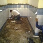 De aanleg van een badkamer en toilet