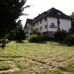 Blick vom Wiesenlabyrinth zum Rössle