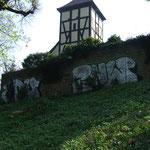 Graffitientfernung an Denkmalgeschützter Friedhofsmauer