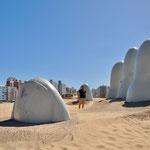 """Punta del Este: """"La Mano"""" - Skulptur eines chilenischen Künstlers"""