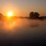 Mai: Nebel über der Oder