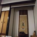 和室の床の間がそのままあるのでおじいちゃん家のようです。