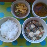 今日の給食 マーボー豆腐&春雨サラダ