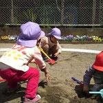 上林公園にて 砂&泥遊び満喫中
