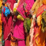 Inde, Varanasi, on fait la queue souvent plus d'un kilomètre pour accéder au Golden Temple