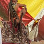Inde, Varanasi, Sadhu, en pèlerinage dans la ville sacrée de Varanasi