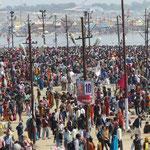 Inde, Pélerinage 2013 de la Kumbh Mela, plus de 130 millions de pelerins défileront durant un mois venant de tous le pays.
