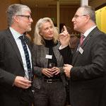Die Pressesprecherin der EKKW, Pfarrerin Petra Schwermann im Gespräch mit Jürgen Mathuis (r.) und Stv. Direktor der Hessischen Medienanstalt Prof. Dr. Murad Erdemir (l.)