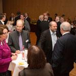 Dezernentin Dr. Ruth Gütter (l.) (EKKW), Dr. Georg Hofmeister (Bruderhilfe) und Dieter Lomb (Referat Wirtschaft-Arbeit-Soziales, EKKW)