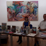 Bettina Auer und Oliver Machander am Bücherstand zur Jahreslesung im Kunst- und Gewerbeverein