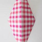 ダイアモンドチェック:ピンク/ピンク  アクリル、寒冷紗、MDFボード h. 30.5×w. 12.0×d. 6.0 cm
