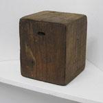 小人頭像:  2014 木・紐・オイルステン 10.3 × 8.6 × 8.8 cm