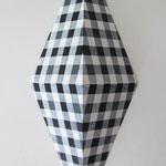 ダイアモンドチェック:ブラック/グレー  アクリル、寒冷紗、MDFボード h. 30.5×w. 12.0×d. 6.0 cm