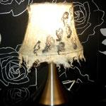 Настольная лампа (включена)