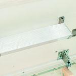 Marche supplémentaire en aluminium, pour un accès plus confortable, dans le caisson