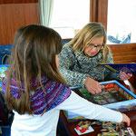 Mirja & Oma beim Spielen