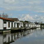 Wohnboote auf dem  Haarlemmer Trekvaat