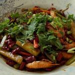 Krabben mit Gurken, getrocknete Chillie und Sichuan Pfeffer, scharf