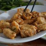 Frühlingsrolle aus Tofuhaut mit Krabben als Füllung