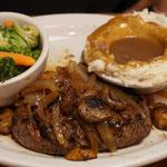 Steak mit Kartoffelpüree und Gemüse