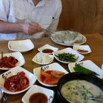 Teigtasche mit Fleischfüllung, Suppe und Schweinebauch zum grillen