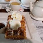 Waffle with vanila ice cream