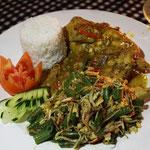 Reisplatte mit Hähnchen, Bali