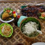 Reis mit Fisch gegrillt, Hähnchen fritiert und Tofu