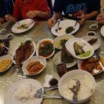 Gerichte serviert in einem typischen indonesischen Restaurant