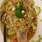 Gedämpfter Fisch mit Ingwer und Knoblauch