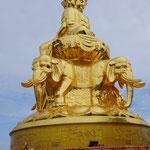 Golden Buddha statue at mount Emei
