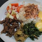 Üblicher Mahlzeit mit vielen Gerichten