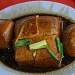 Tofu und Ei in eine leicht süße Sauce
