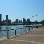 Brisbane Riverの横にある遊歩道。
