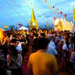 Tempelfest und Jahrmarkt in Bangkok