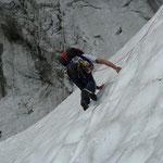 Schneeflanke vor dem Wandfuß