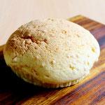 バルーン (ピーナッツ入りクッキー生地をトッピングしたふんわり&しっとりしたおやつパンです)