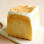 あん食パン(食パン生地にほどよい甘さのこしあんを包み焼き上げました。そのままでも、トーストしてバターをうつけてもオススメです)