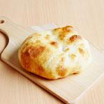 石窯焼き塩パン (天然酵母を使用し、ゲランドの塩をアクセントにふんわり柔らかくほどよい塩味!)